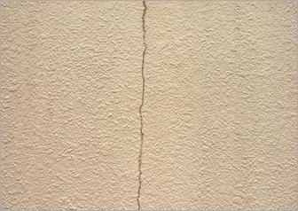壁のひび割れ修繕前②